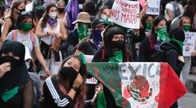 Feministas protestan en CDMX por el feminicidio de maestra