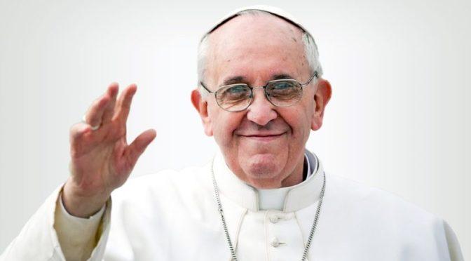 Papa Francisco ya está despierto tras su cirugía intestinal