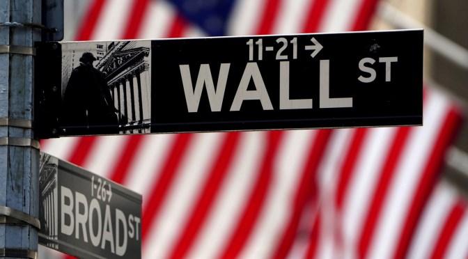 Wall Street cae más del 1% a medida que el aumento del virus provoca preocupaciones
