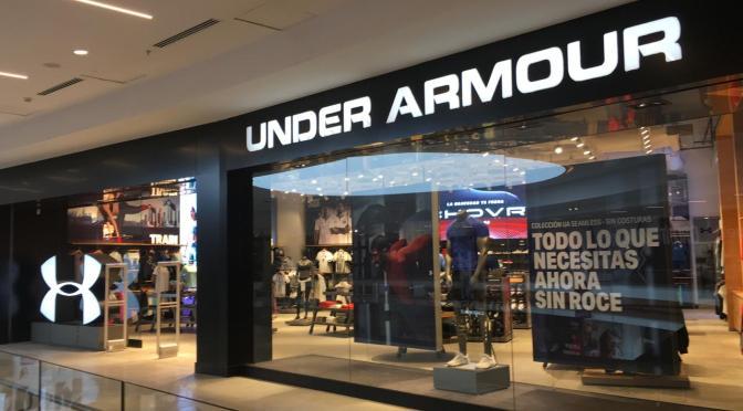 Under Armour aumenta los pronósticos a medida que los ingresos por ropa deportiva se duplican
