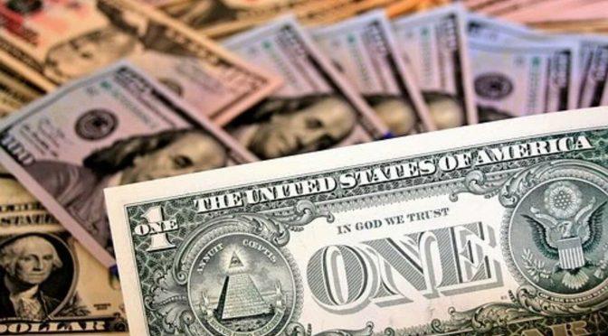 Dólar recorta las pérdidas recientes después de los débiles datos de China