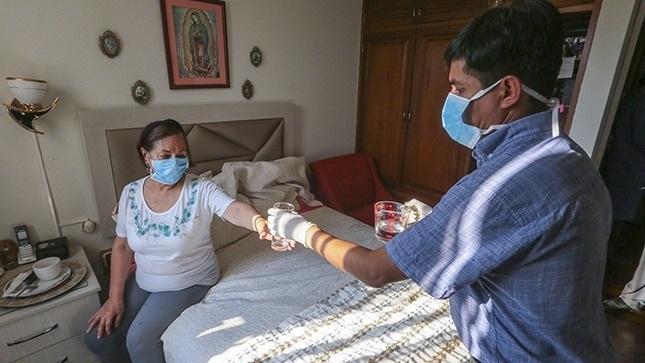 Una de cada 5 personas con Covid-19 transmite el virus en su hogar