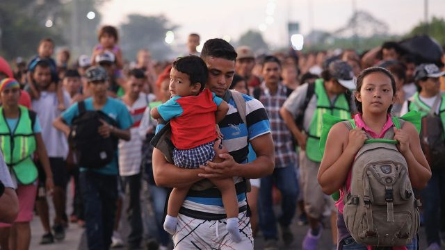 CDC de Estados Unidos extienden política COVID-19 que permite expulsiones fronterizas