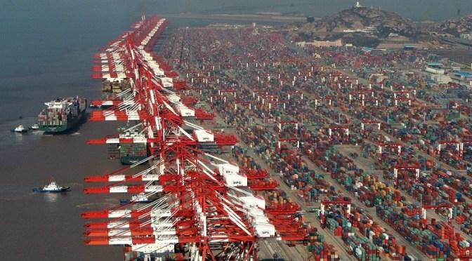 """Puertos chinos se ahogan por la política COVID-19 de """"tolerancia cero"""""""