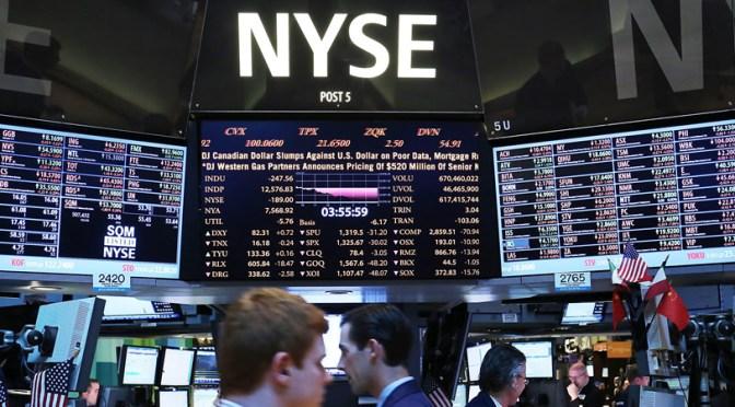 Rendimientos de los bonos globales cae mientras dólar alcanza pico de nueve meses