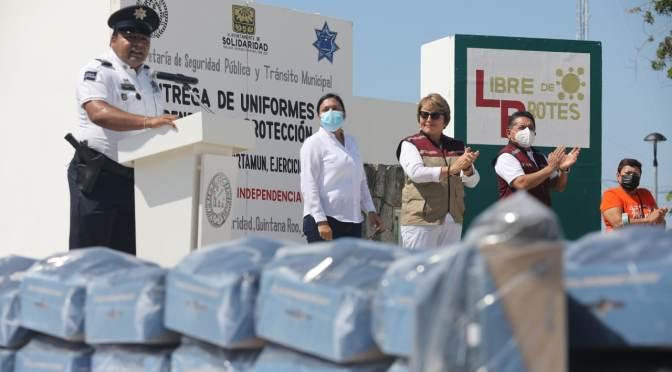 Entregan equipos de protección y uniformes a policía de Playa del Carmen