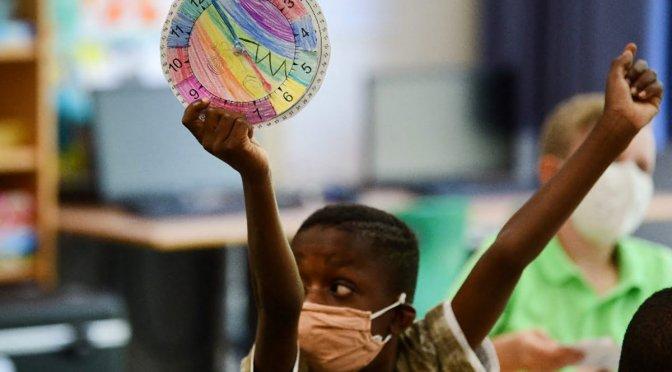 Divide el tema de uso cubrebocas en escuelas en Florida