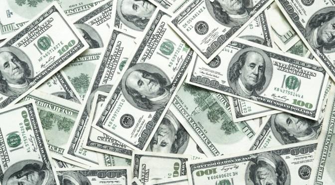 Dólar se establece cerca de máximos de 4 meses y medio