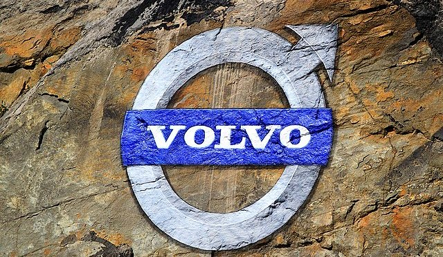 Volvo advierte sobre las ventas mientras los problemas de suministro afectan la producción