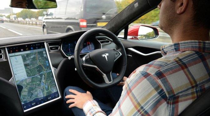 Estudio del MIT señala que el autopilot de Tesla distrae a los conductores