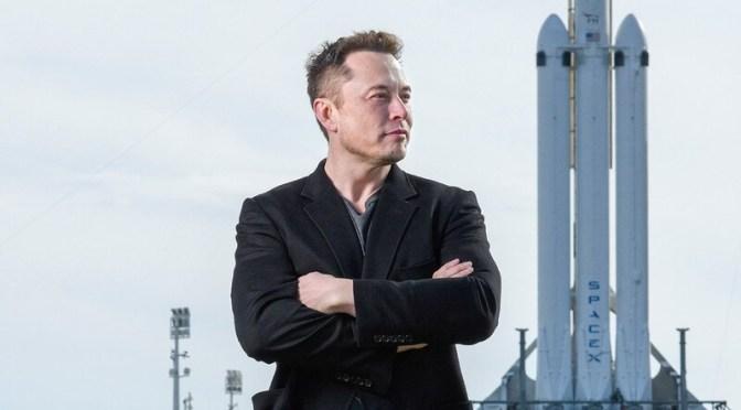 Musk pide a empleados de Tesla compensar los desafíos de producción del tercer trimestre