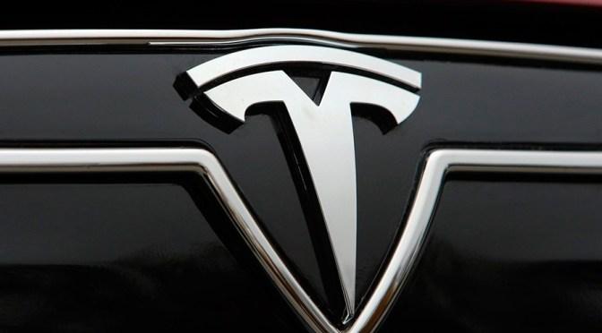 Reguladores de seguridad automotriz de EU están investigando accidente en que se involucró unvehículode Tesla