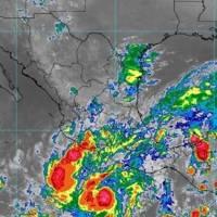 'Rick' llega a México: toca tierra en Guerrero como huracán categoría 2