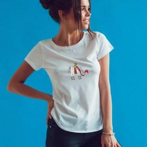 Offrez-vous ce magnifique t-shirt Femme plein d'humour Le cheval Enchanté by Abi original et unique 100% coton doux et agréable à porter. Disponible en taille S, M, L, XL, et XXL, . T-shirt et impression de qualité