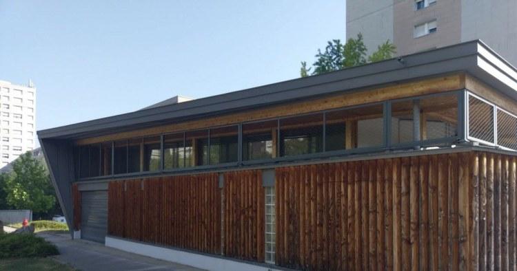 Espace André Gervais à Dijon dans le quartier Fontaine d'Ouche : bâtiment en bois