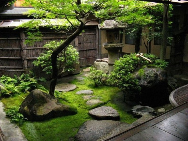 Amazing Small Courtyard Garden Design Ideas 27