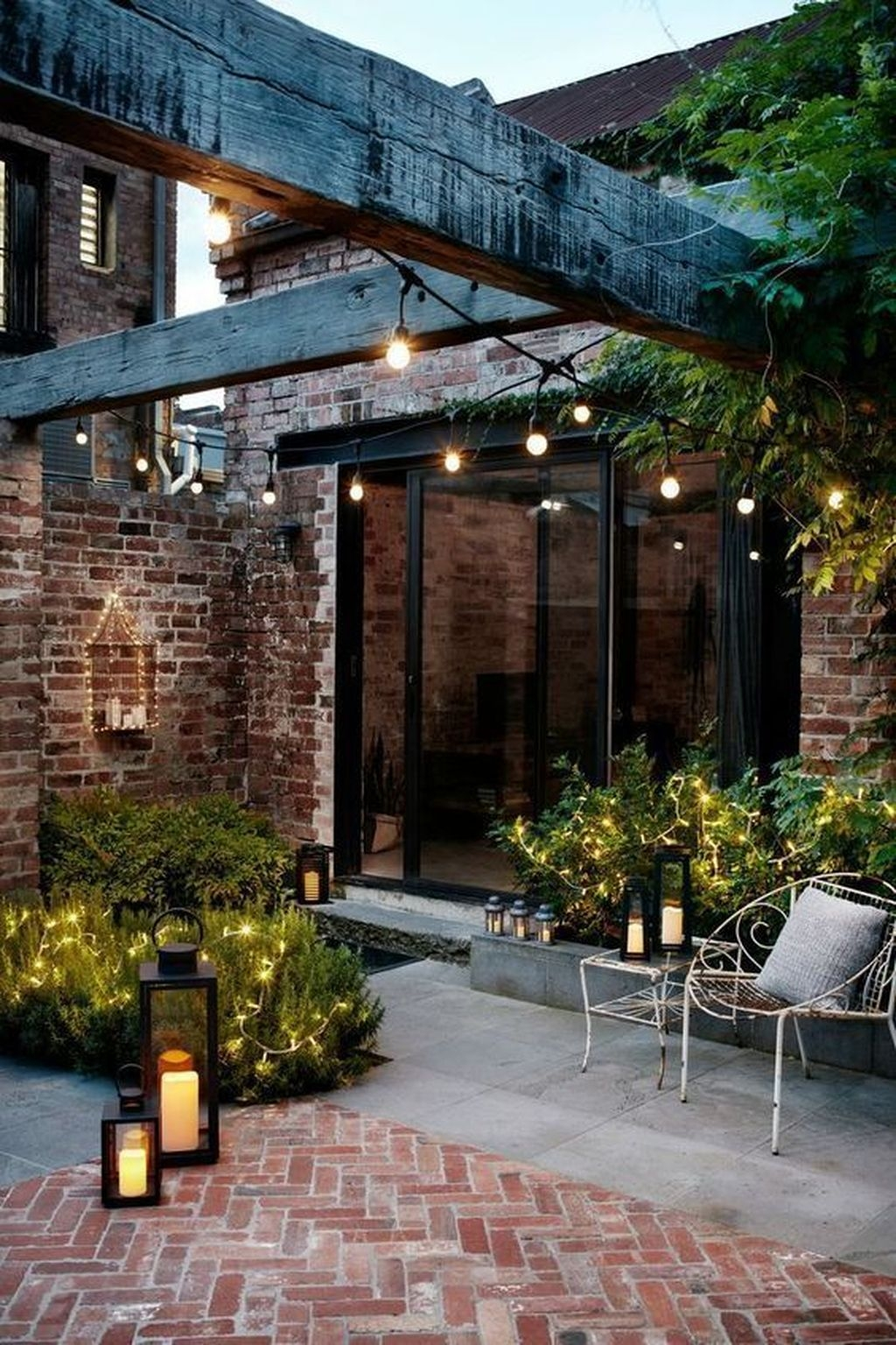 Inspiring Outdoor Lighting Ideas For Your Garden 33