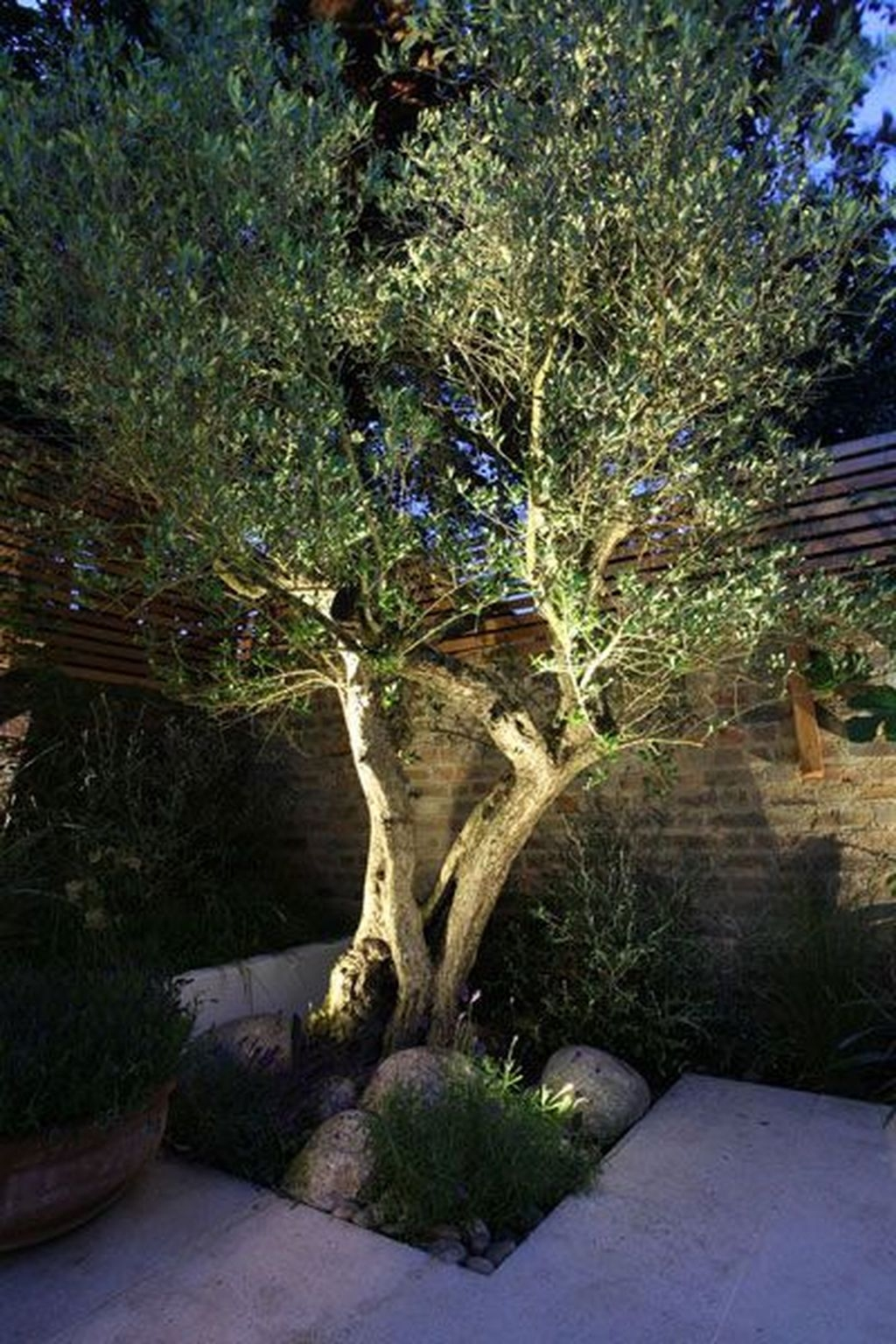 Inspiring Outdoor Lighting Ideas For Your Garden 40