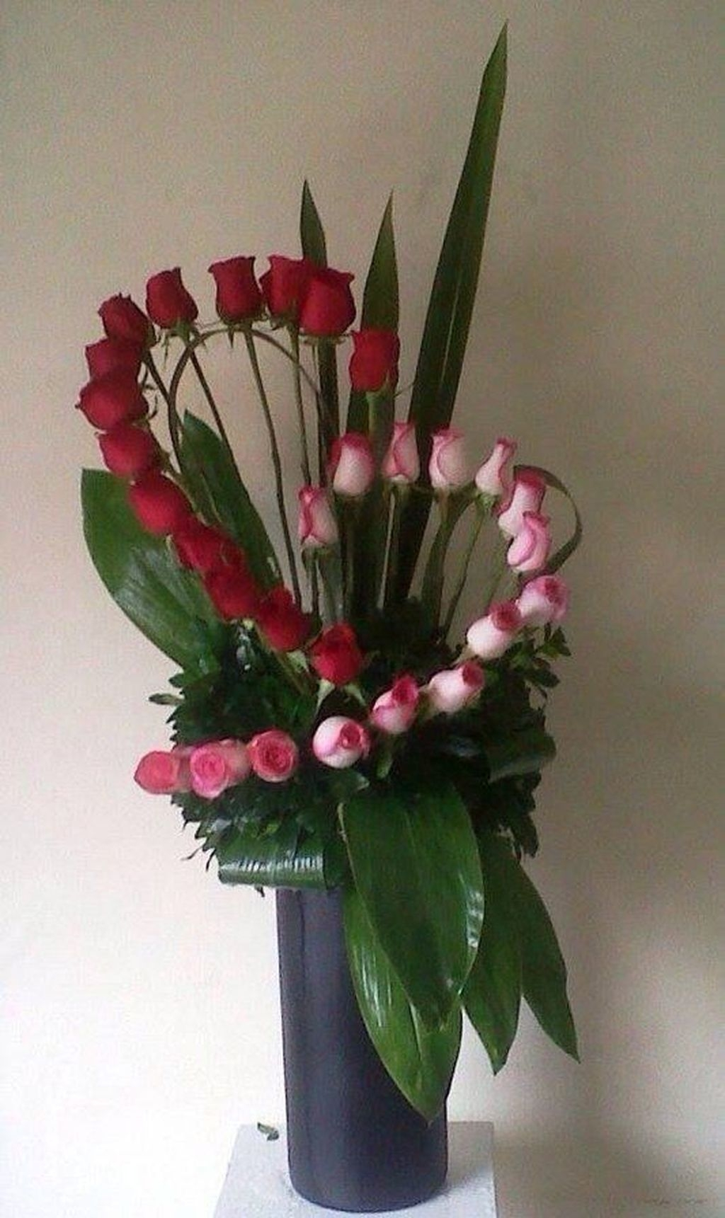 Lovely Rose Arrangement Ideas For Valentines Day 01