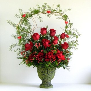 Lovely Rose Arrangement Ideas For Valentines Day 02