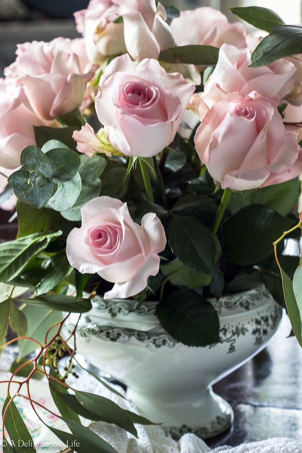 Lovely Rose Arrangement Ideas For Valentines Day 04