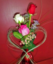 Lovely Rose Arrangement Ideas For Valentines Day 21