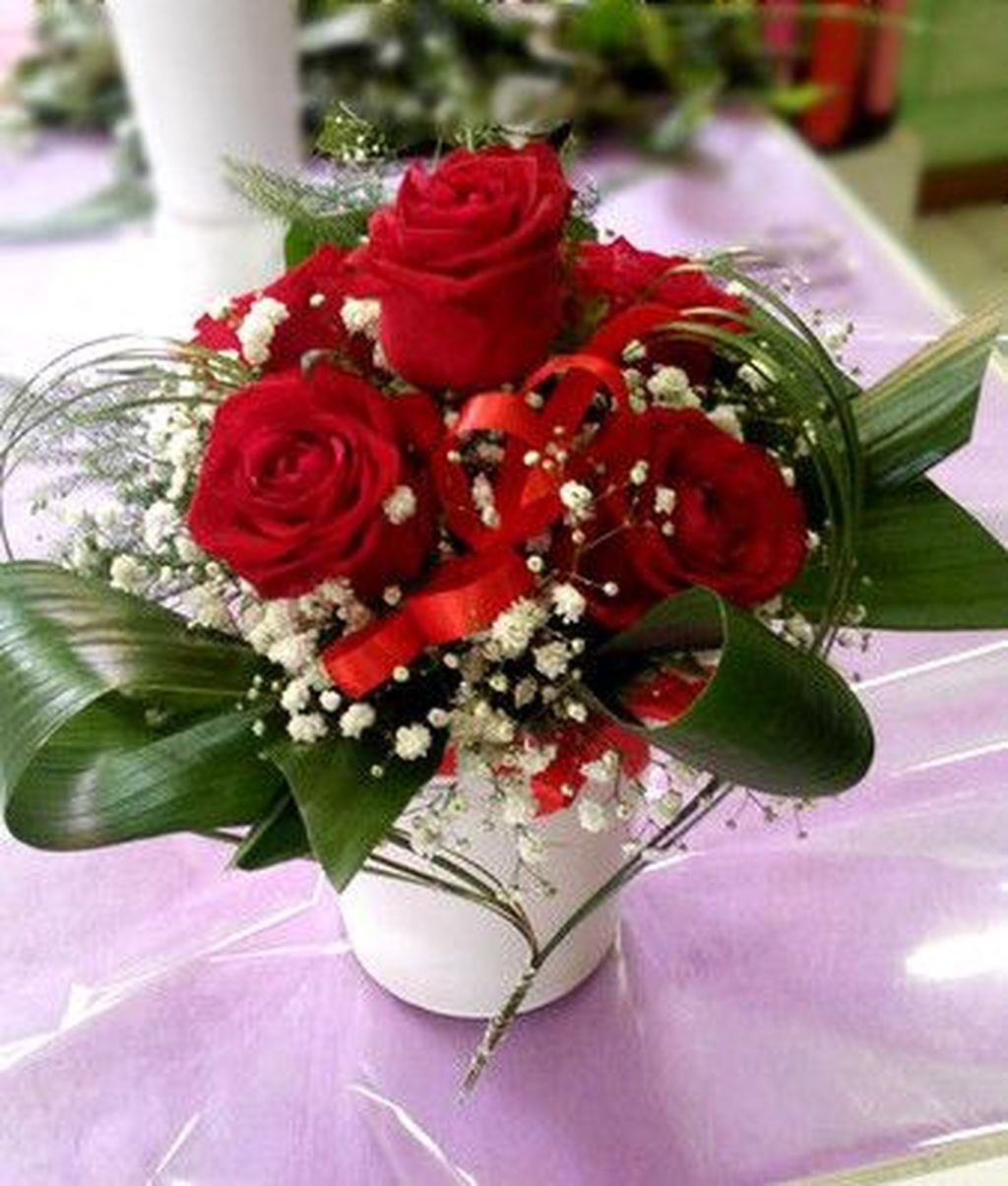 Lovely Rose Arrangement Ideas For Valentines Day 28