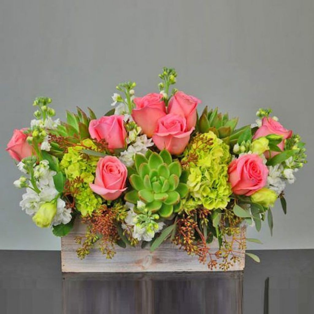 Lovely Rose Arrangement Ideas For Valentines Day 33