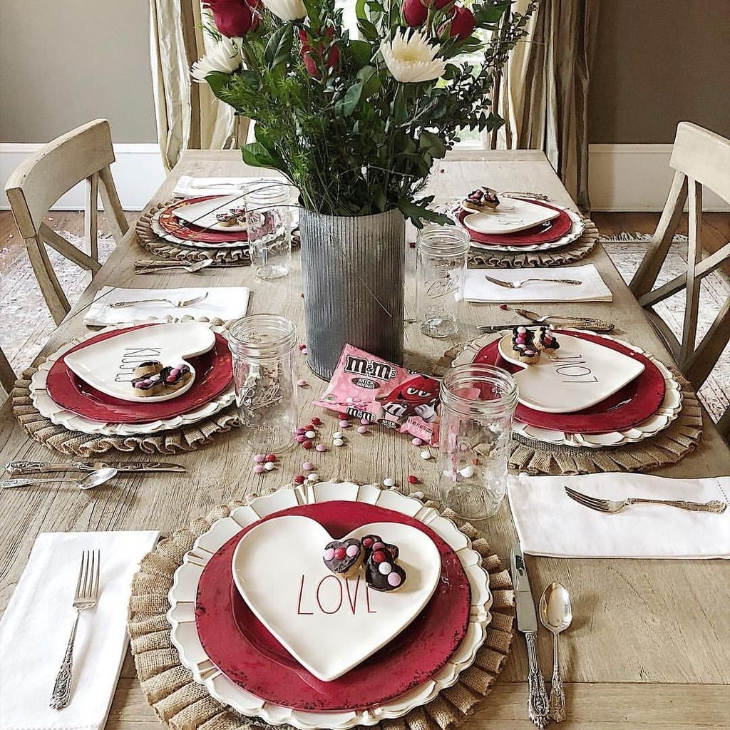 Beautiful And Romantic Valentine Dining Table Decoration Ideas 01