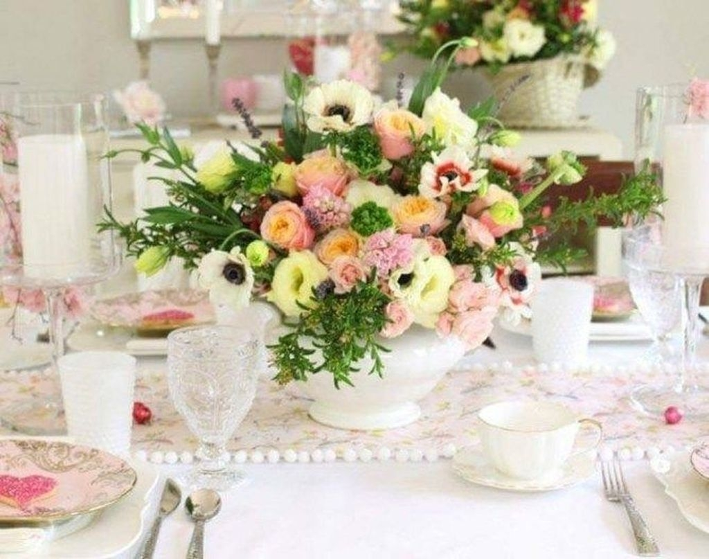 Beautiful And Romantic Valentine Dining Table Decoration Ideas 13