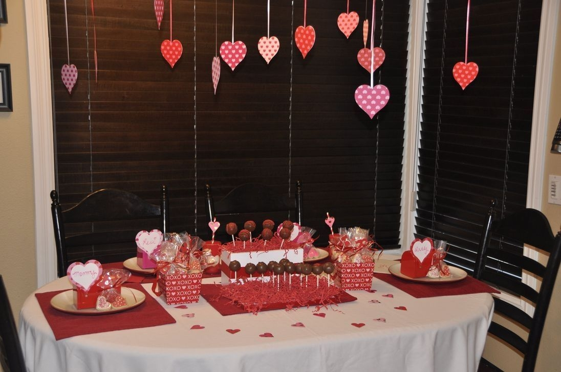 Beautiful And Romantic Valentine Dining Table Decoration Ideas 14