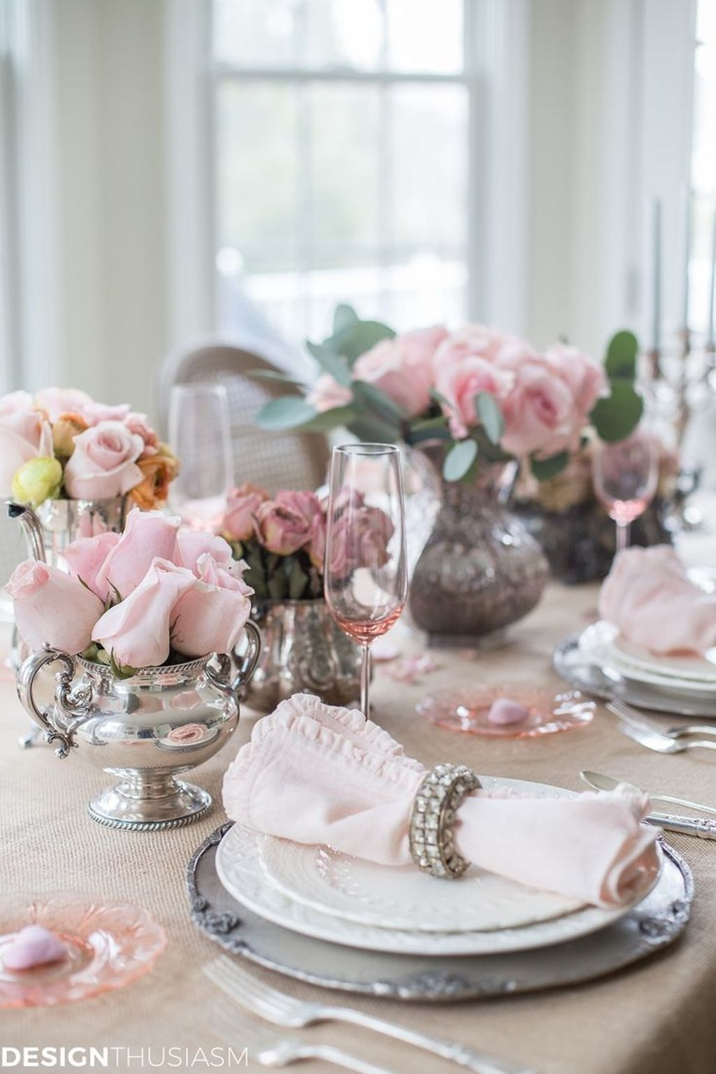 Beautiful And Romantic Valentine Dining Table Decoration Ideas 29
