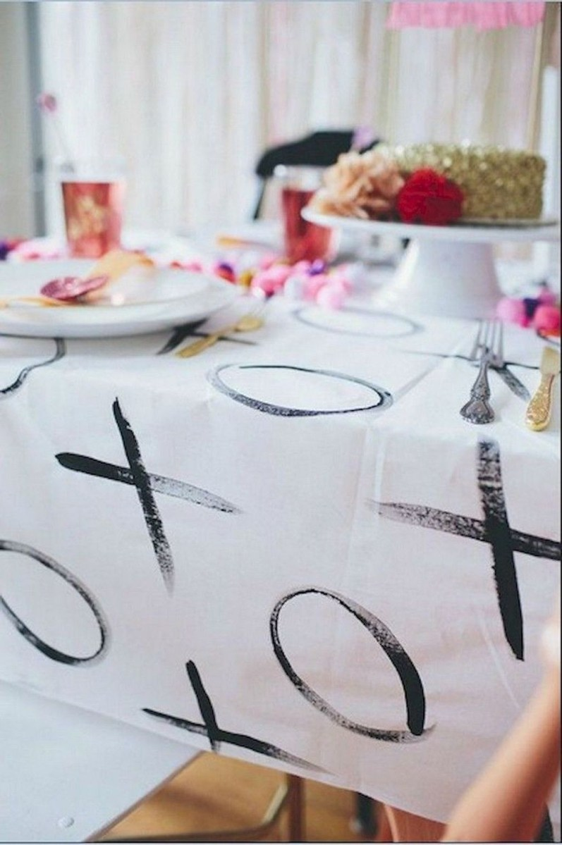 Beautiful And Romantic Valentine Dining Table Decoration Ideas 45