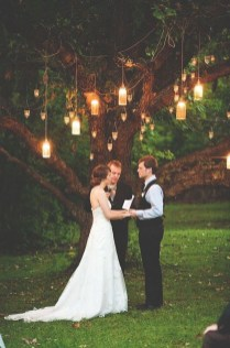 Beautiful Backyard Wedding Decor Ideas To Get A Romantic Impression 01