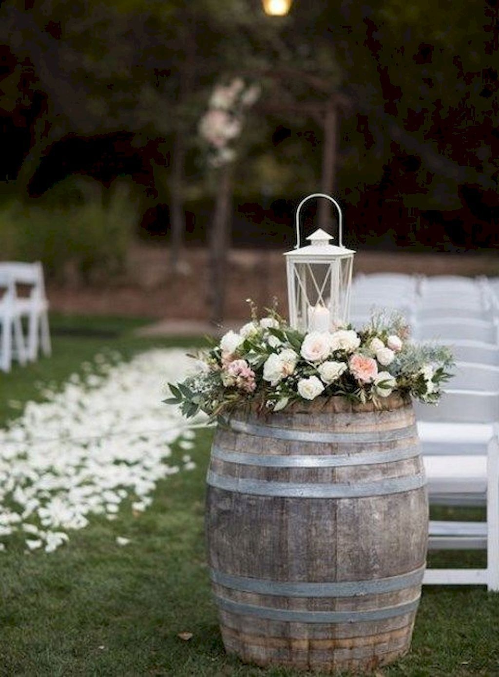 Beautiful Backyard Wedding Decor Ideas To Get A Romantic Impression 06