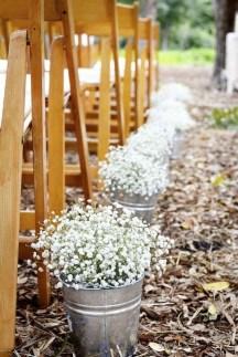 Beautiful Backyard Wedding Decor Ideas To Get A Romantic Impression 13