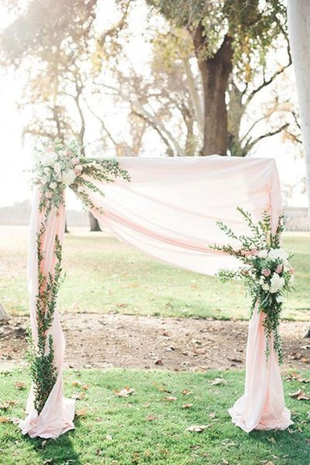 Beautiful Backyard Wedding Decor Ideas To Get A Romantic Impression 24