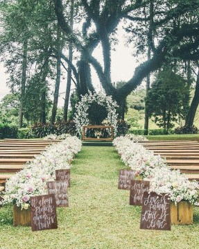 Beautiful Backyard Wedding Decor Ideas To Get A Romantic Impression 50