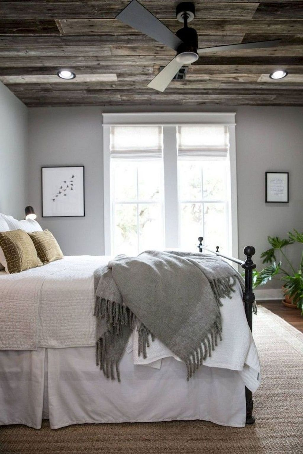 Beautiful Modern Farmhouse Master Bedroom Decoration Ideas 20