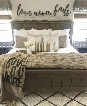 Beautiful Modern Farmhouse Master Bedroom Decoration Ideas 23