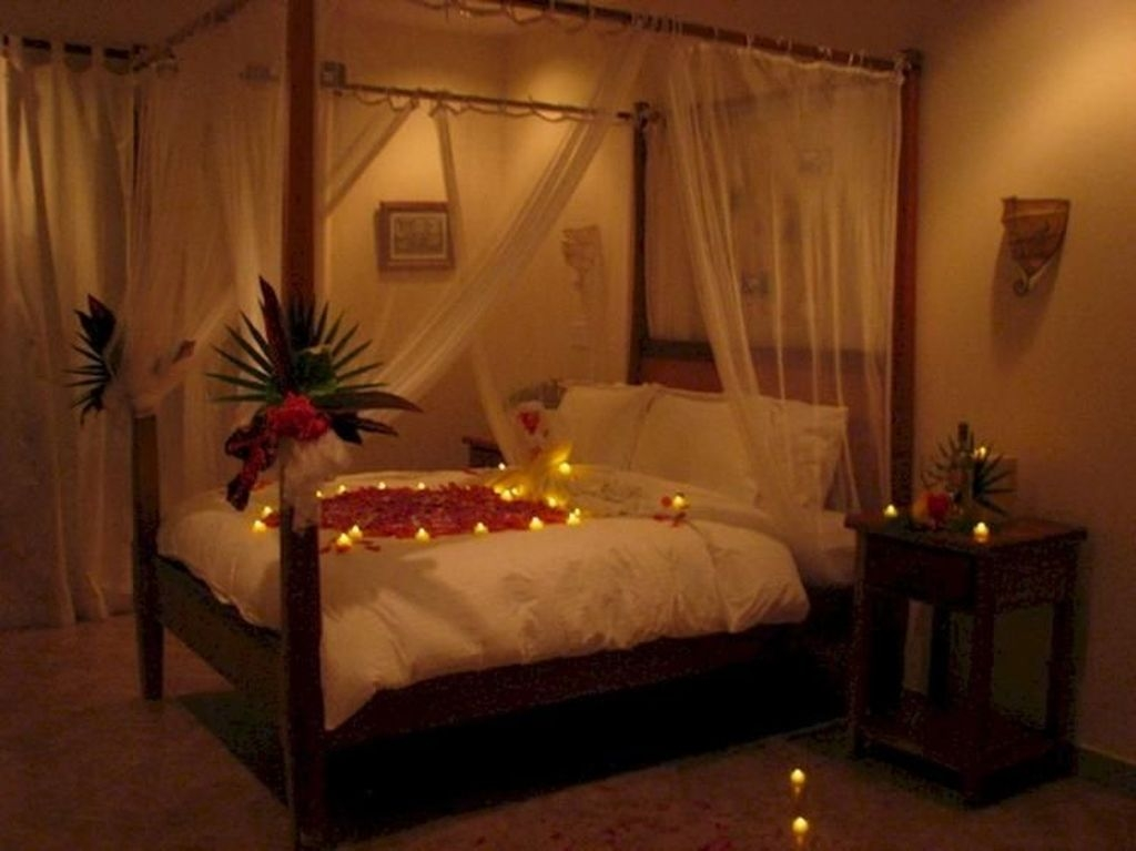 Cute And Romantic Valentine Bedroom Decor Ideas 17