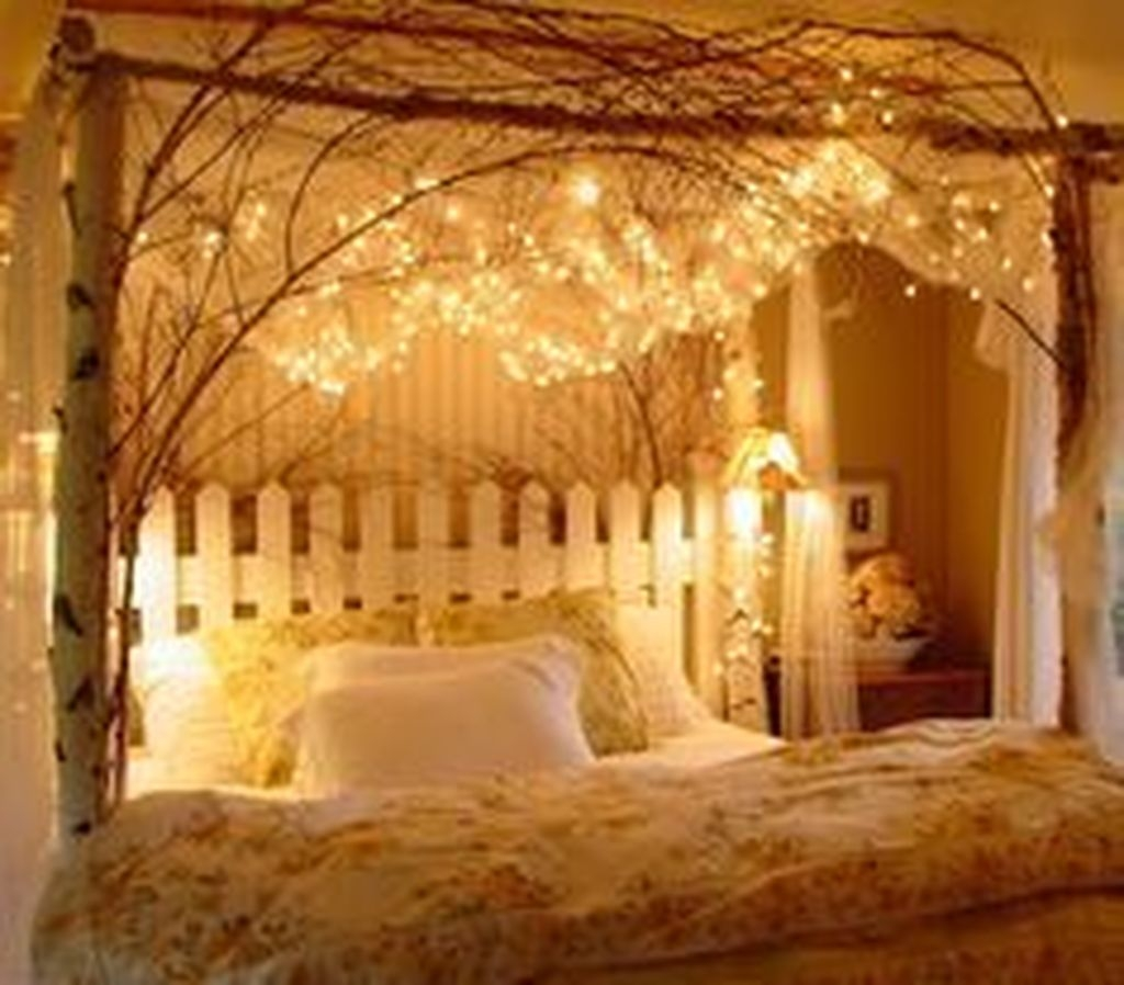 Cute And Romantic Valentine Bedroom Decor Ideas 21