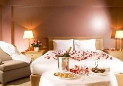 Cute And Romantic Valentine Bedroom Decor Ideas 31
