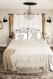 Cute And Romantic Valentine Bedroom Decor Ideas 38