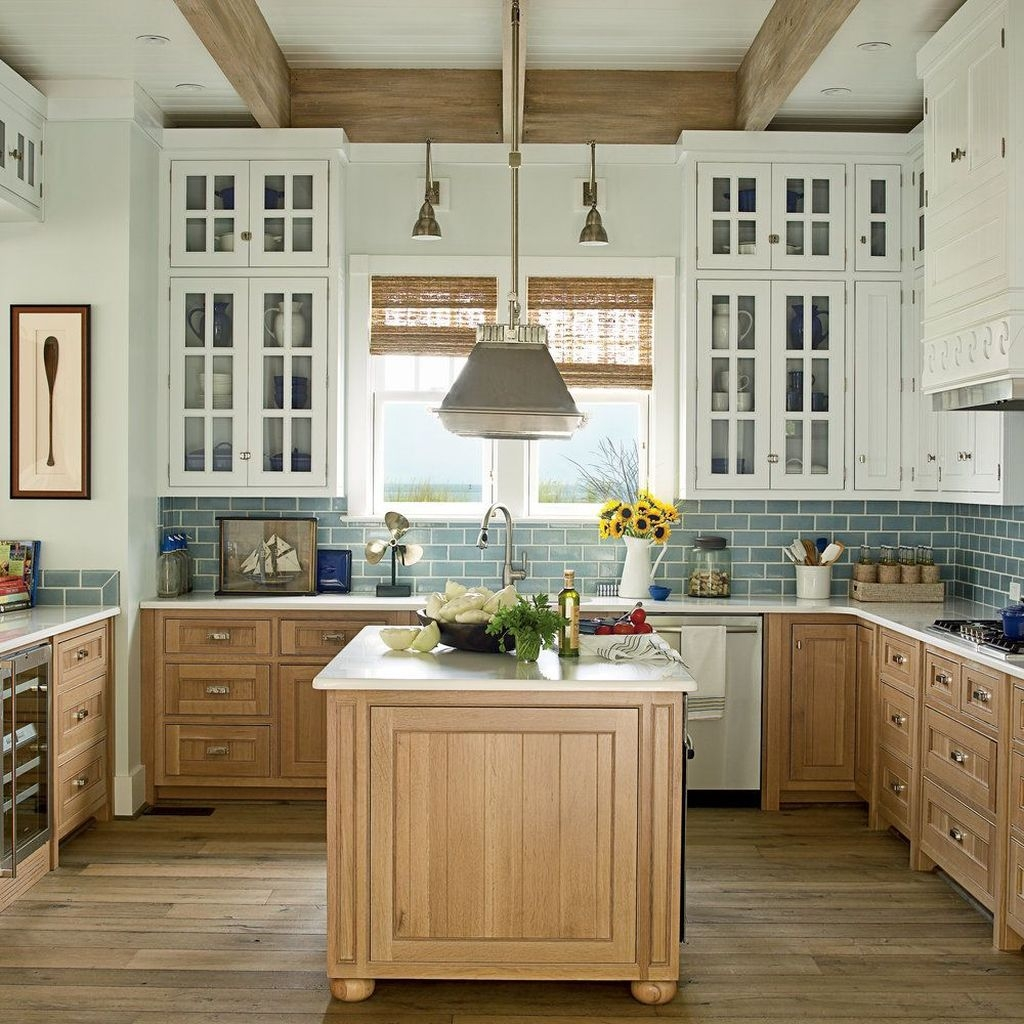 Gorgeous Coastal Kitchen Design Ideas 02