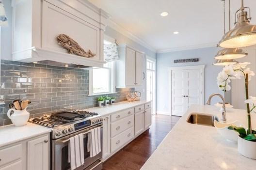 Gorgeous Coastal Kitchen Design Ideas 06