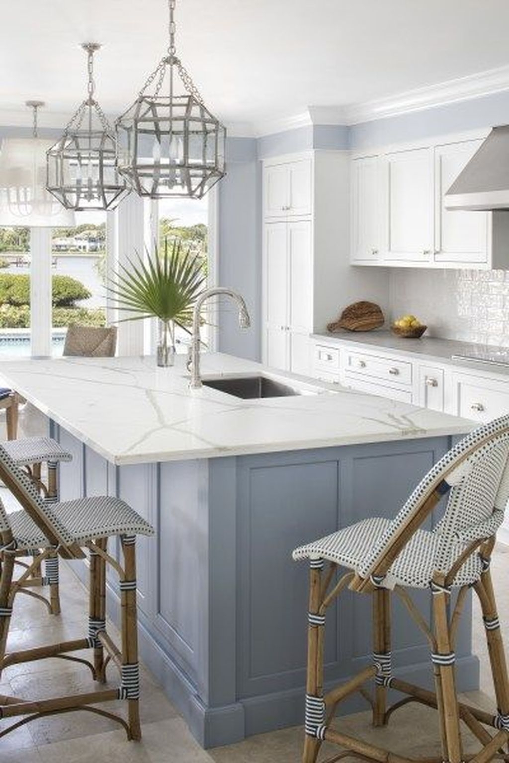 Gorgeous Coastal Kitchen Design Ideas 13