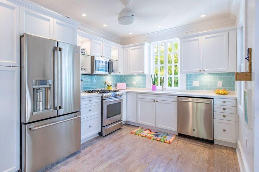 Gorgeous Coastal Kitchen Design Ideas 15