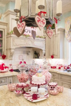 Lovely Valentine Home Decor Ideas For Couples 32