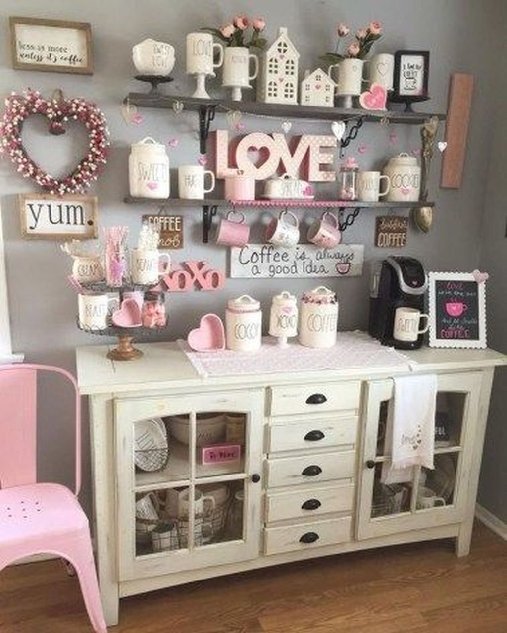 Romantic Living Room Decor With Valentine Themes 17